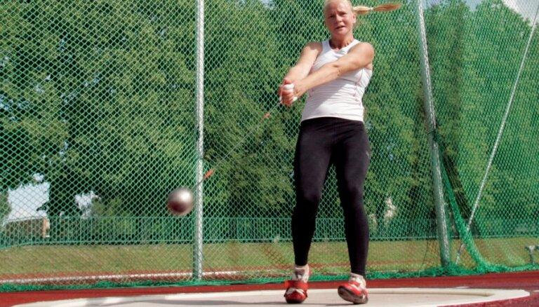 Vesera metēja Igaune labo Latvijas rekordu un izpilda pasaules čempionāta normatīvu