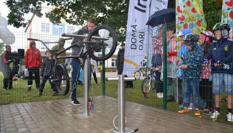 Mārupē atklāta pirmā velosipēdu apkopes stacija