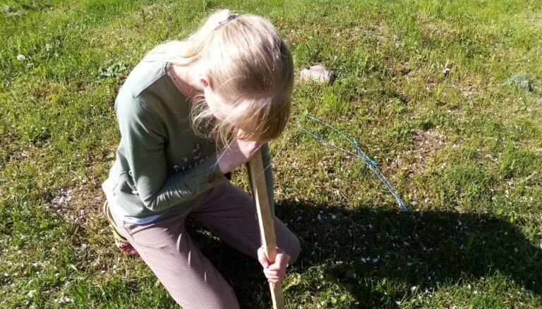 Jaunieši no visas Latvijas iesaistās kampaņā un palīdz zinātniekiem izpētīt zālājus