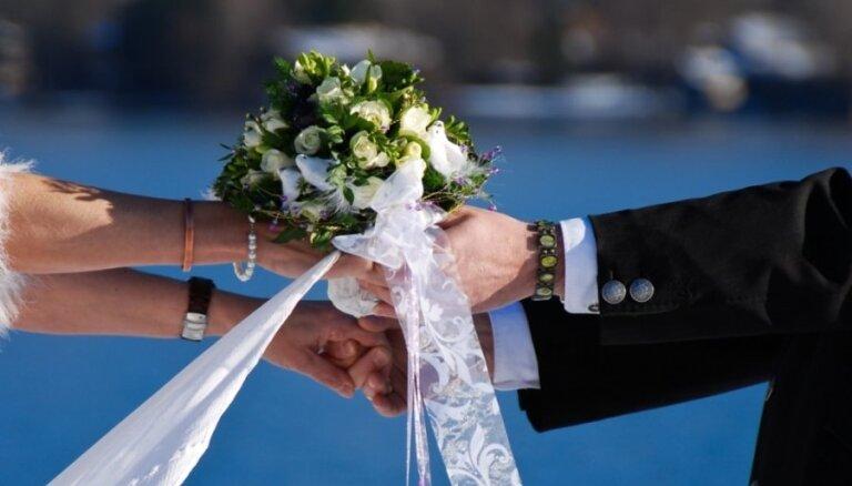Кастенс: чтобы ускорить интеграцию, могли бы меняться женами и мужьями