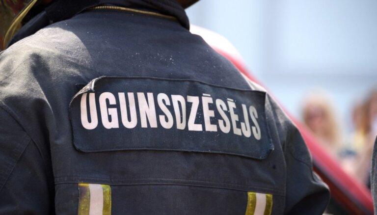 В Лиепае загорелось устройство по перевалке зерна, пожар ликвидирован
