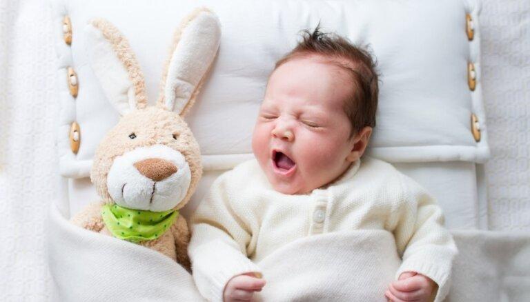 Bez izmaiņām – Latvijā joprojām vispopulārākie vārdi jaundzimušajiem ir Roberts un Sofija