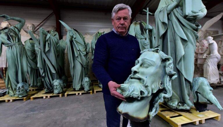 Foto: Laimīgas sagadīšanās dēļ no bojāejas Parīzes Dievmātes katedrālē paglābtas 16 statujas