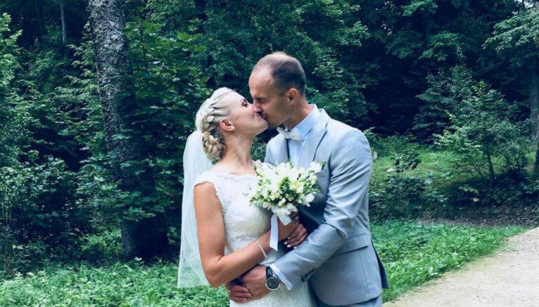 Apprecējusies garo distanču skrējēja Anita Kažemāka