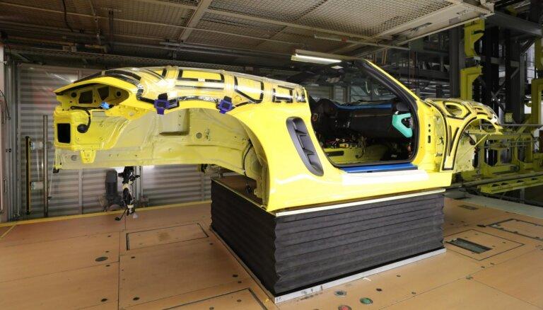 'Porsche' klienti lietotnē varēs vērot, kā tiek būvēts viņu iegādātais auto