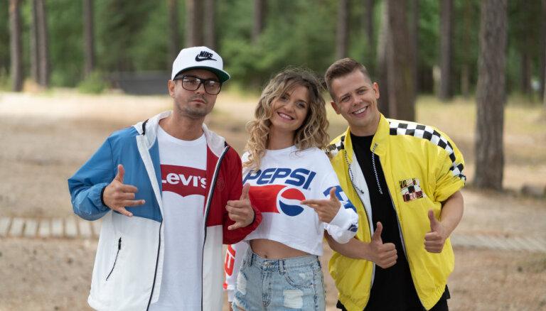Rassell, Berezina un Oskis piedāvā ballīšu dziesmu 'Fiya Fiya'