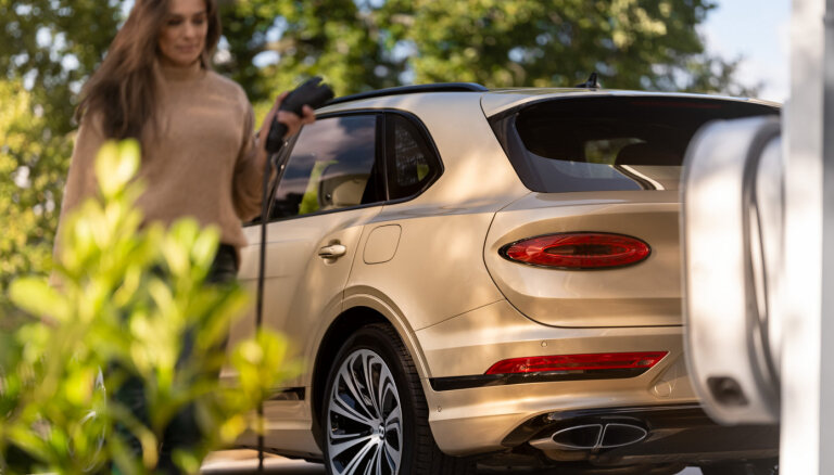 Modernizētais 'Bentley Bentayga' tagad arī hibrīda versijā