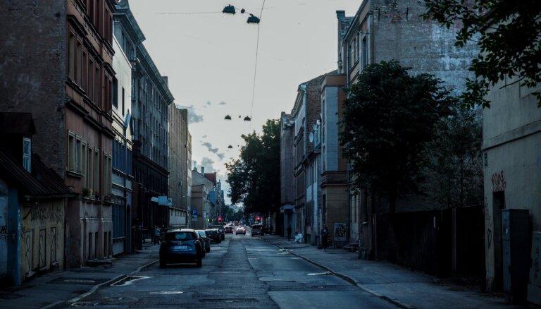 AtkaRīga – Bruņinieku iela uz adatas, satraukušies iedzīvotāji