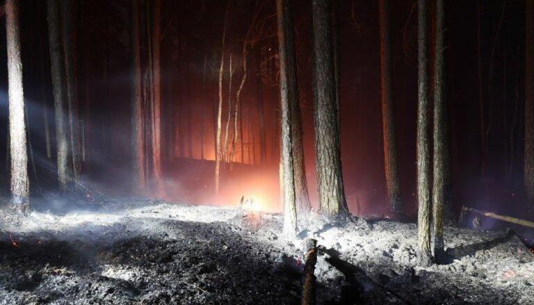 Ugunsgrēks Ķemeru nacionālajā parkā ierobežots aptuveni 9,3 hektāru platībā