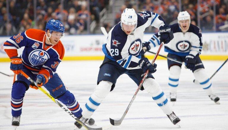ВИДЕО: Один из лучших снайперов НХЛ поразил собственные ворота и 51 сэйв Варламова