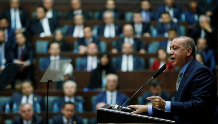 Erdogans sola aizvākt kurdu kaujiniekus no Sīrijas ziemeļiem
