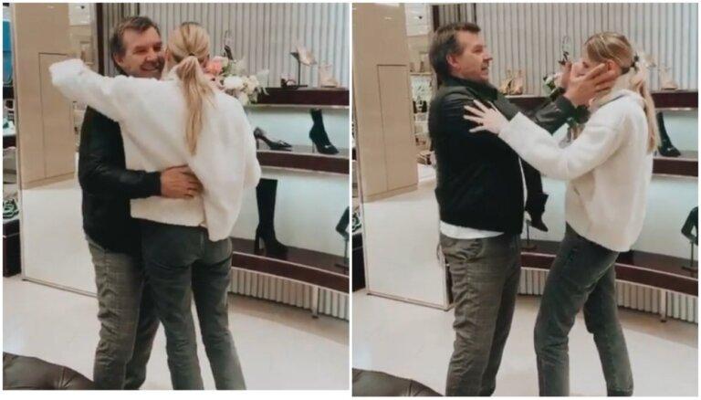 Aizkustinošs video: Oļegs Znaroks līdz asarām noved savu meitu