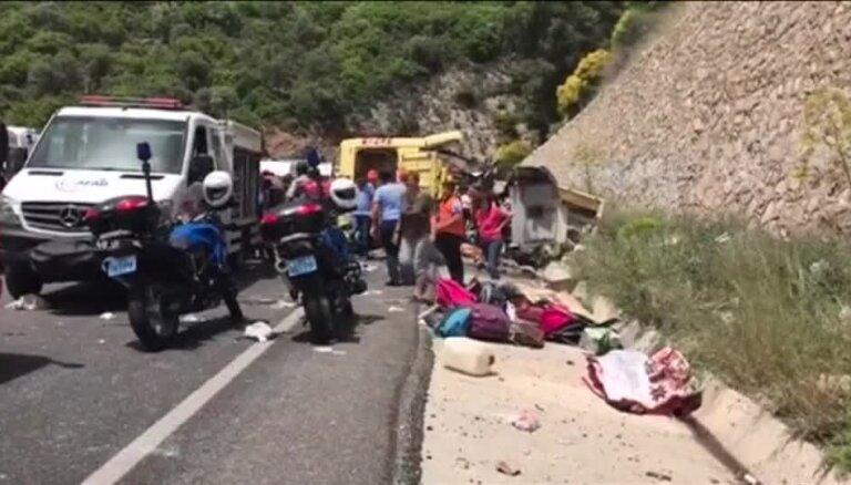 В Турции перевернулся автобус с туристами, 20 погибших