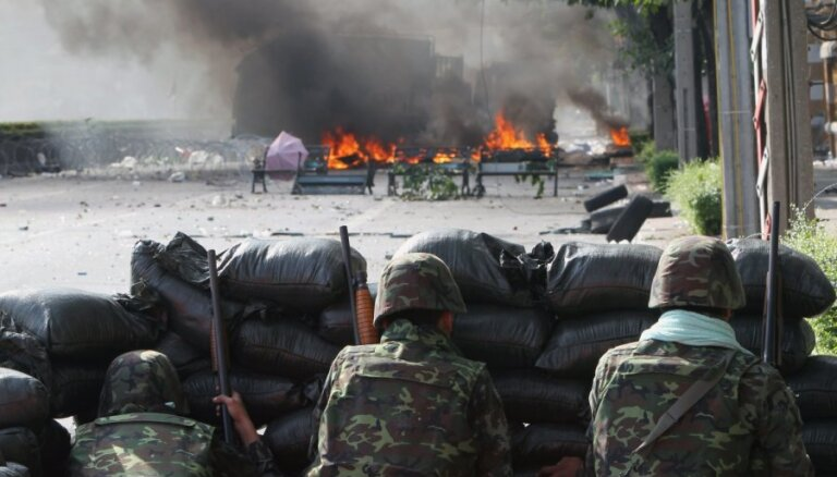 """Протесты в Таиландe: захвачен телеканал, премьера успели """"перепрятать"""""""