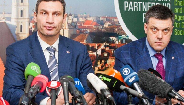 Украинская оппозиция хочет выборов, готовит забастовку и коллапс Рады