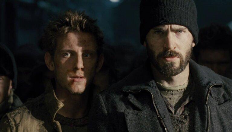 Ierobežotā seansu skaitā kinoteātros atgriežas Bona filma 'Caur sniegiem'