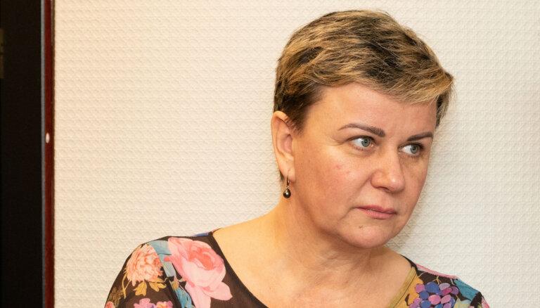 Linda Mūrniece šķendējas par VID prasībām
