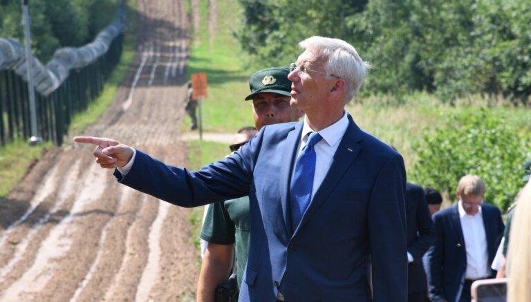 Kariņš: Austrumu robežas apsardzība ir augstā līmenī; jāturpina stiprināšana