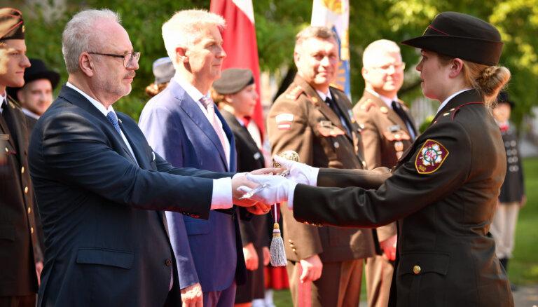 Būt savas valsts karavīram ir augstākais patriotisma apliecinājums, pauž prezidents
