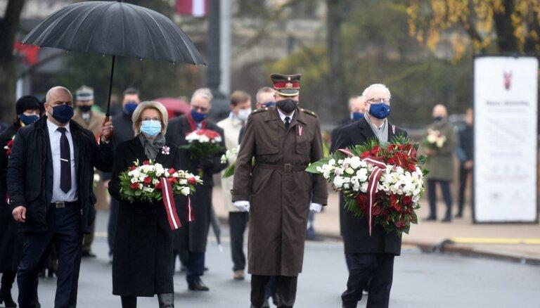 Foto: Latvijā tiek atzīmēta valsts proklamēšanas 102. gadadiena