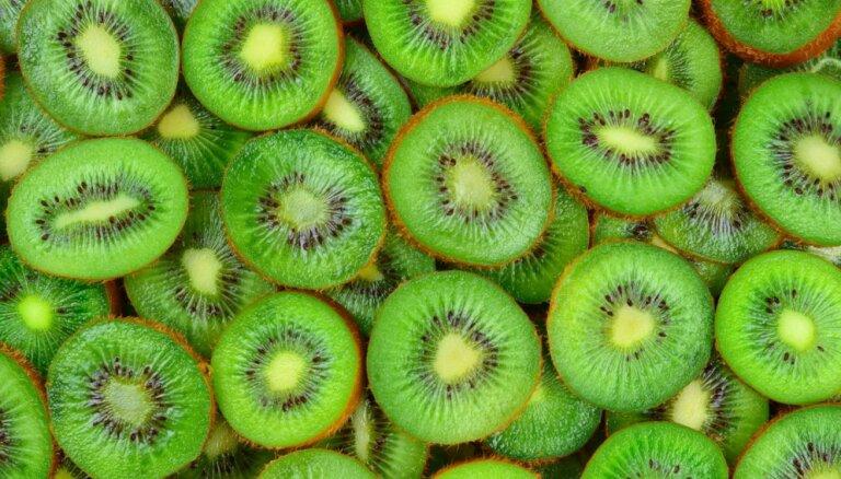 Kāpēc ēst sulīgos kivi un kādos gadījumos no tiem labāk atturēties