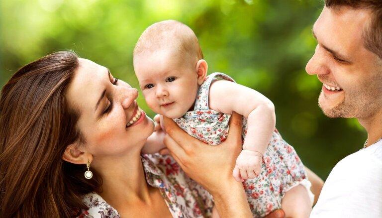 Meklējot tēmas sarunām ar zīdaini – pedagoģes ieteikts špikeris vecākiem