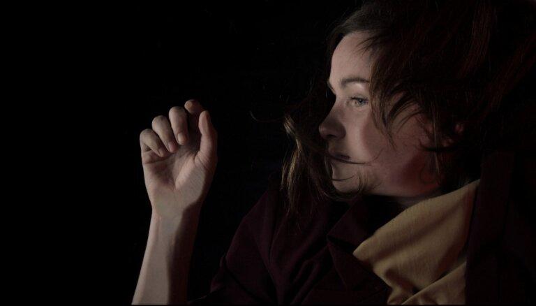 Noklausies! Alise Joste piedāvā jaunu dziesmu un video, izziņo albumu