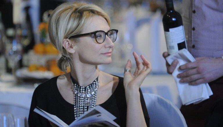 ФОТО: Вы не поверите, но Эвелина Хромченко сняла очки