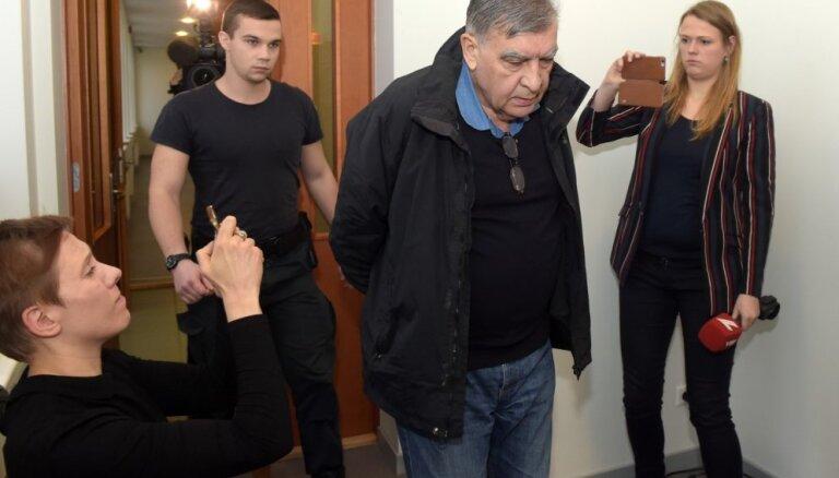 Tiesa patur apcietinājumā arī 'Škoda Transportation' amatpersonu Kozaku