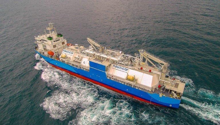 Амбициозный проект Литвы: крупнейшее в мире судно-заправщик в открытом море закачает газ в корабли