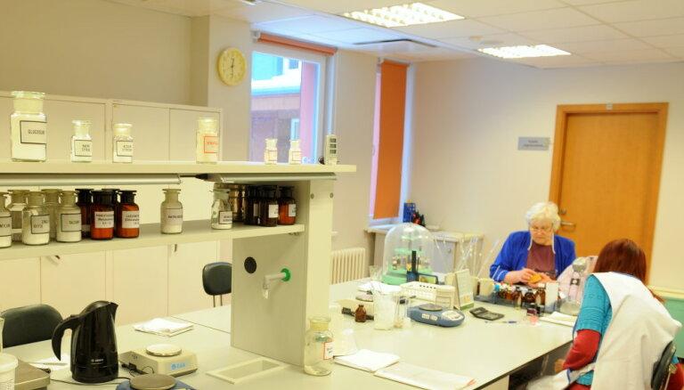 Bērnu slimnīca tikusi pie 100 000 eiro vērtas onkoloģisko zāļu pagatavošanas sistēmas