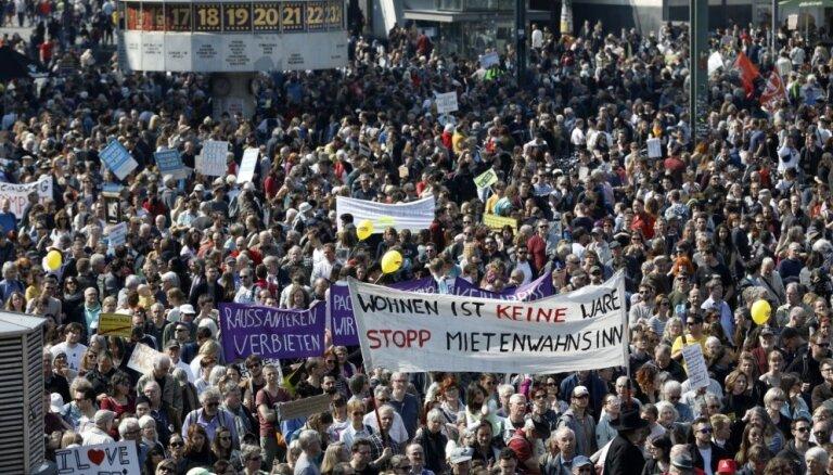 Berlīnē protestētāji iebilst pret augošajām īres maksām un mājokļu trūkumu