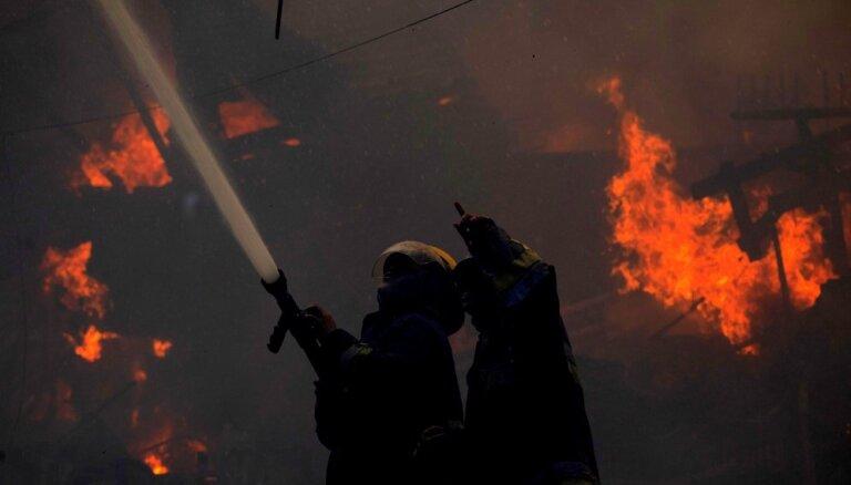 ГПСС тушат пожар повышенной сложности в Добеле