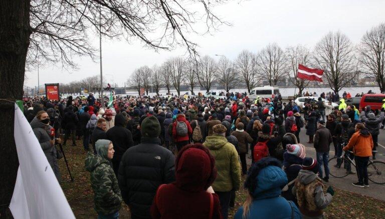 Rīgas Civilās aizsardzības komisijā plāno pārspriest sestdien notikušo piketu norisi