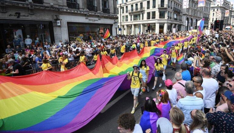 Северная Ирландия легализовала однополые браки и аборты
