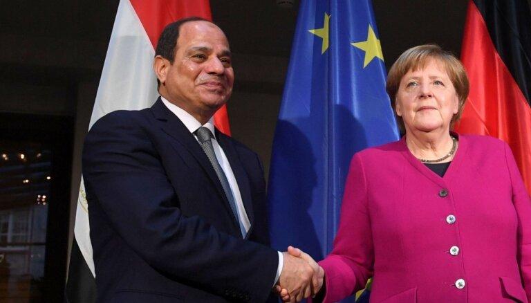 Merkeles biroja darbinieku apsūdz spiegošanā Ēģiptes labā