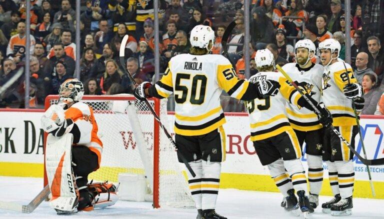 'Penguins' bez Bļugera pārtrauc četru zaudējumu sēriju