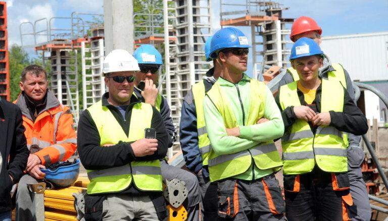 Parakstīta ģenerālvienošanās: no novembra minimālā alga būvniecībā būs 780 eiro