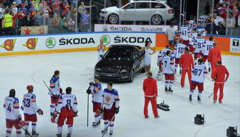Krievijas izlases vadība hokejistu aiziešanu no ledus skaidro ar misēkli