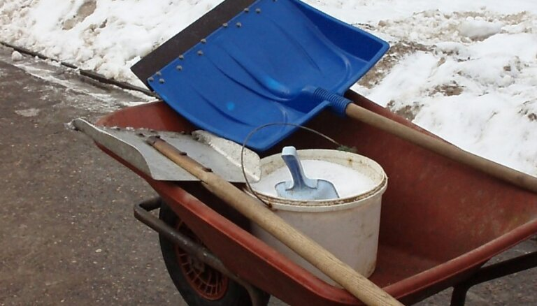 Rīgā eksperimenta veidā neizmantos sāli vairāku ielu attīrīšanā no apledojuma
