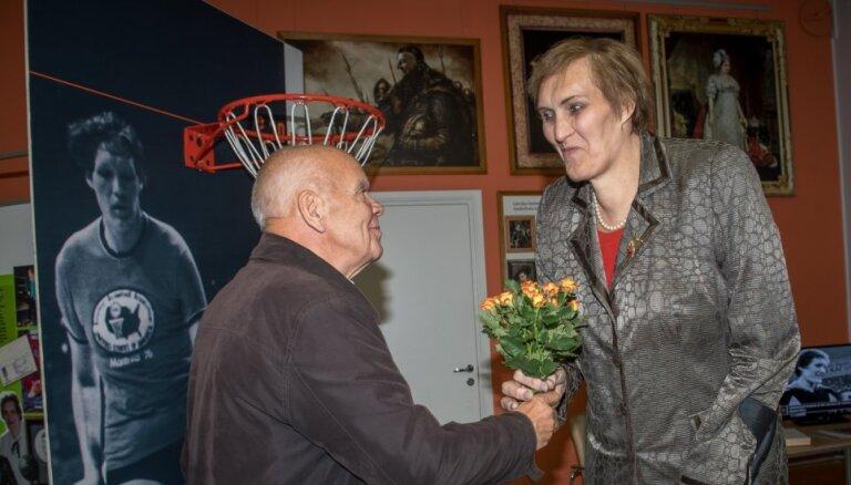 ФОТО: Ульяна Семенова торжественно открыла баскетбольный турнир в Риге