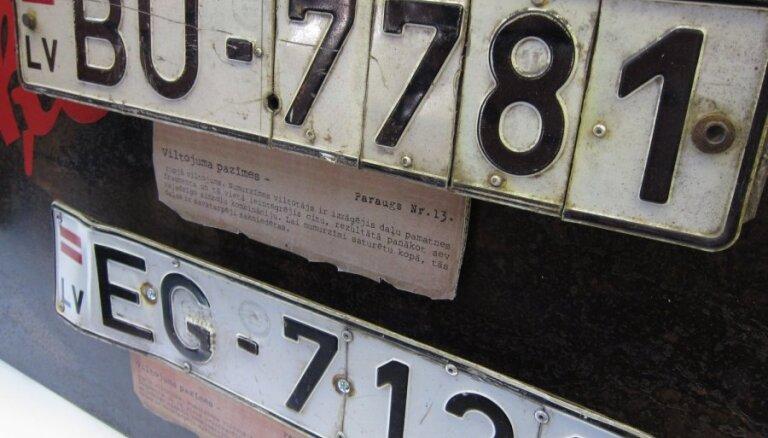 Молодые люди катались на машине с крадеными номерами