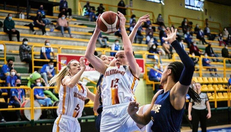 FIBA Eirolīga: Šteinbergai 'double-double' un zaudējums pirmajā ceturtdaļfināla spēlē