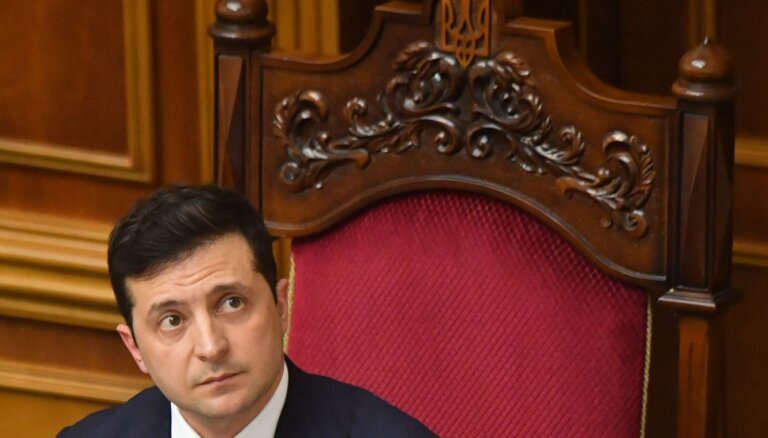 Zelenskis vēlas līdz gada beigām vienoties par kara izbeigšanu Donbasā