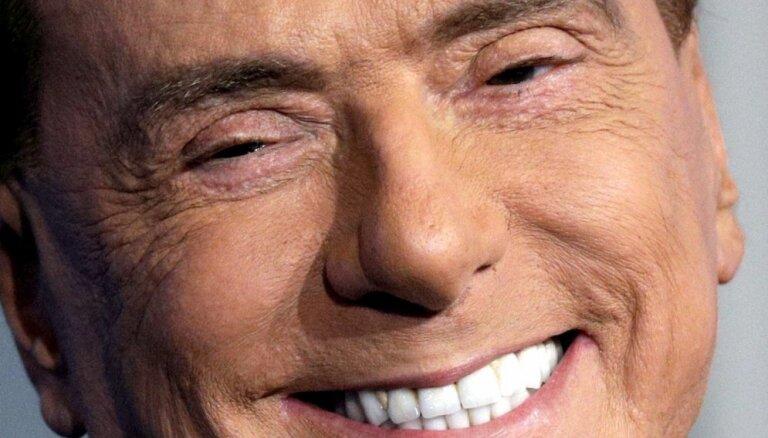 Konservatīvais Berluskoni noraida koalīcijas iespēju ar kreiso Renci