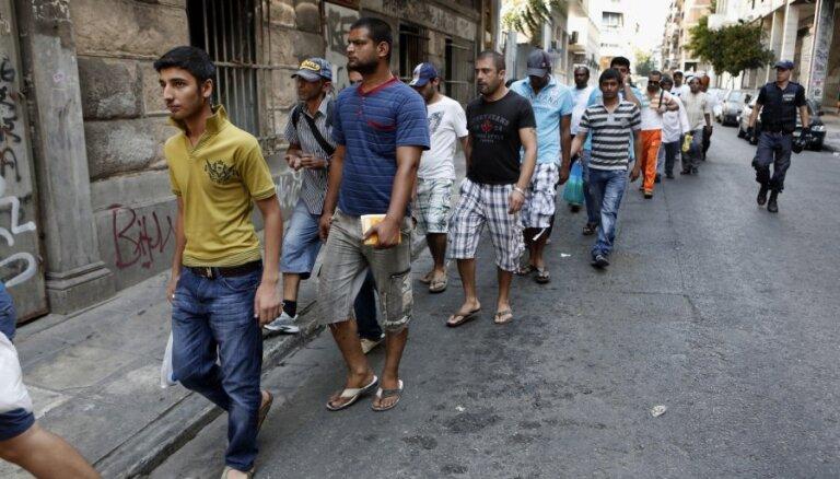 У берегов Италии и Греции спасены сотни мигрантов