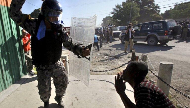 Par seksuālu vardarbību Haiti aizturēti četri Urugvajas miera uzturētāji
