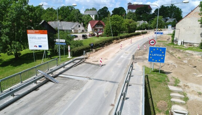 Foto: Kā Zemgalē remontē ceļus un ražo šķembas