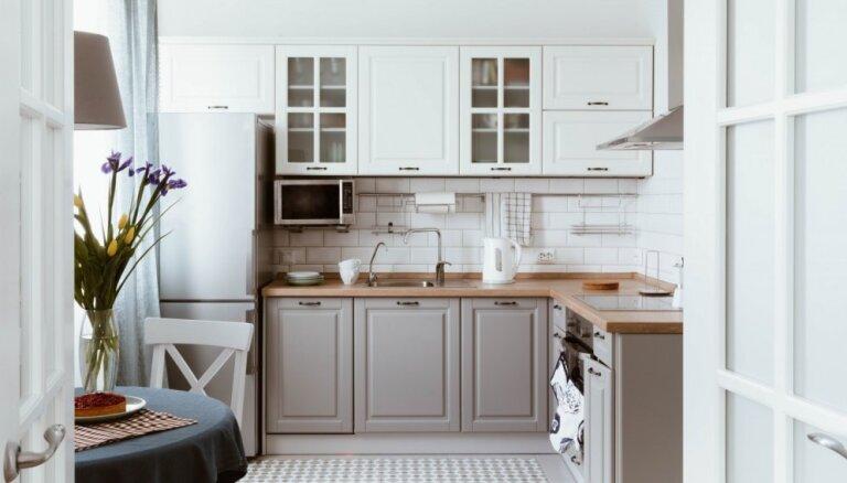 12 ieteikumi, kā virtuvei likt izskatīties lielākai
