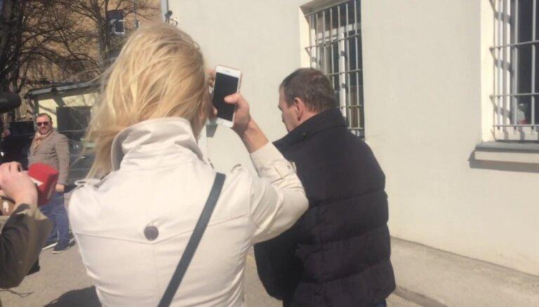 Māris Martinsons tiek atbrīvots no ieslodzījuma